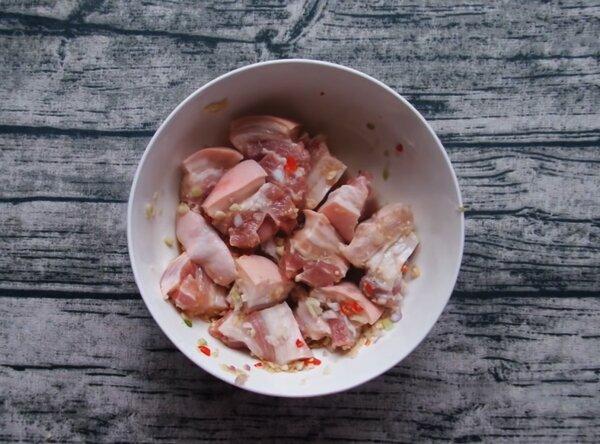 Cách ướp thịt kho trứng cút