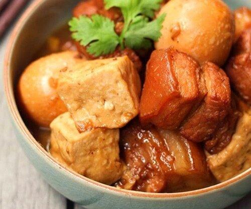 thịt kho trứng cút đậu hũ